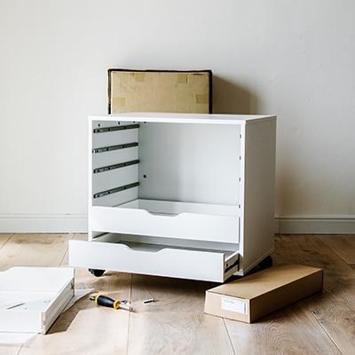Демонтаж на стари мебели